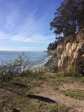 แคปิโตลา, แคลิฟอร์เนีย: View from path down.