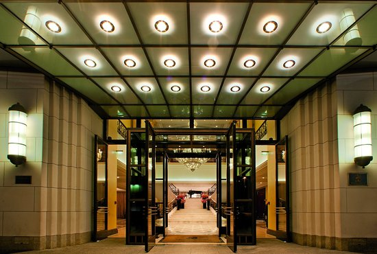 The Ritz-Carlton, Berlin: Illuminated entrance