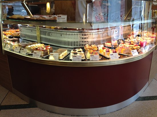 Burgenland, Österrike: Mehlspeisengalerie im Cafe Huszar