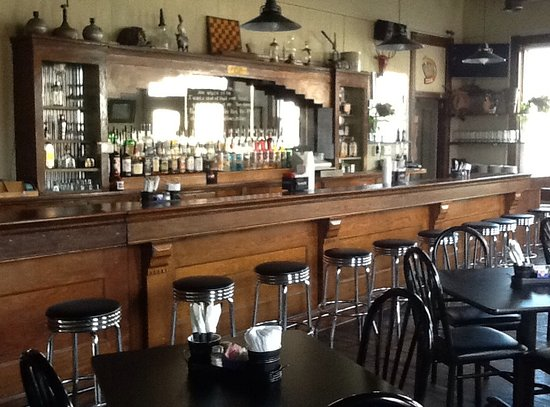 Maeystown, IL: Step on up to the bar!