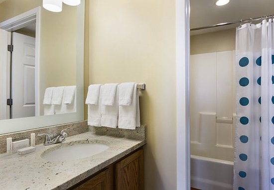 Layton, UT: Two-Bedroom Suite - Bathroom