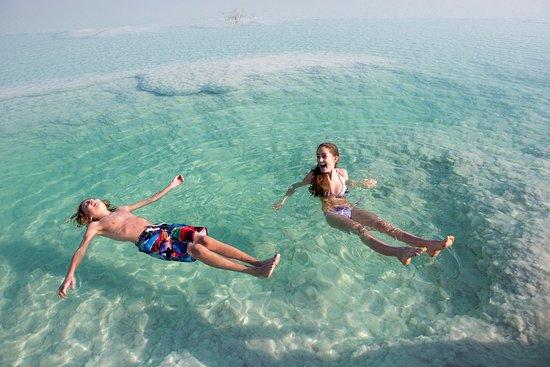 Dødehavet, Israel: Enjoy floating on the Dead Sea