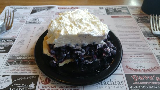 Ellsworth, ME: Delicious blueberry pie!