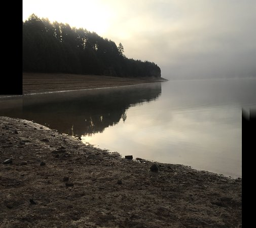 Gaston, OR: Late Fall day at Hagg Lake