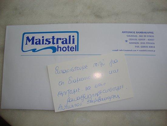 Maistrali Hotel: Μια χειρόγραφη ευχαριστήρια καρτούλα εκ μέρους του ιδιοκτήτη του ξενοδοχείου.