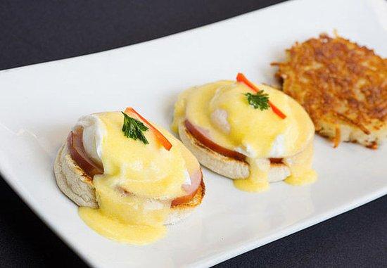 Pleasanton, CA: Market Café & Bar - Eggs Benedict