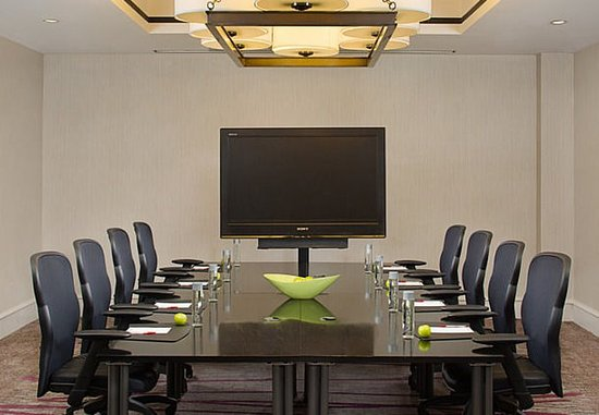 Плизантон, Калифорния: Executive Boardroom