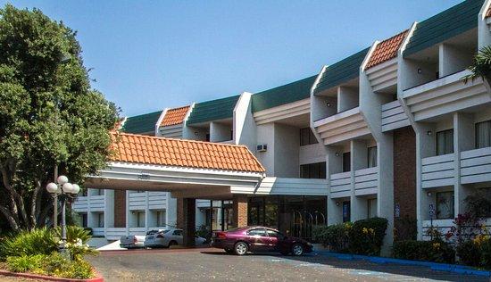 Amanzi Hotel Ventura California Entrance Country Inn Suites