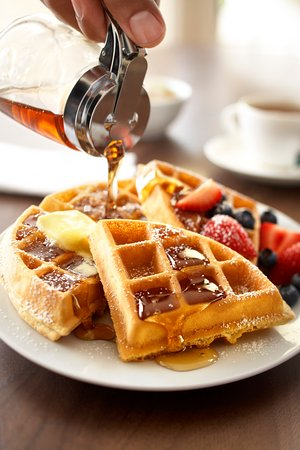 Country Inn & Suites By Carlson, Ventura: Ventura Hotel Breakfast Waffles