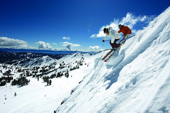 Olympic Valley, Californie : Resort at Squaw Creek_Recreation_Couple skiing