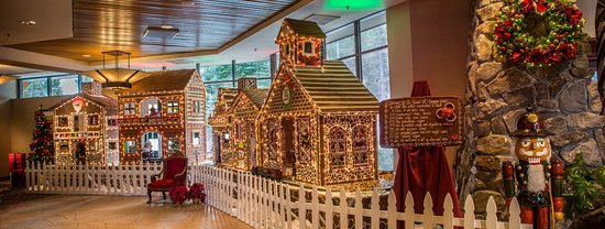 Olympic Valley, Kalifornien: Resort at Squaw Creek_Lobby_Magical Memories Gingerbread Houses