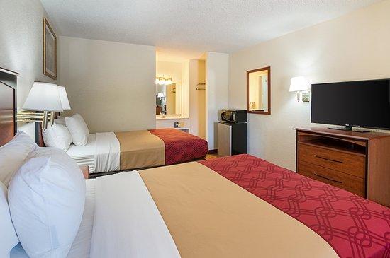 Shamrock, TX: Guest room