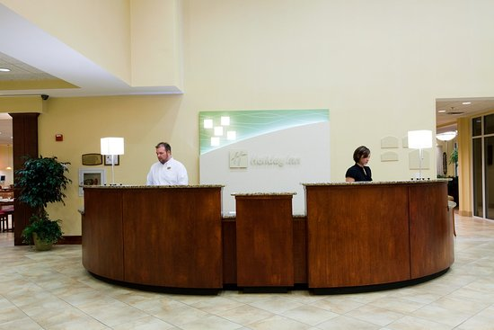 Morrisville, Carolina del Norte: Our friendly and well-trained staff is ready to assist you!