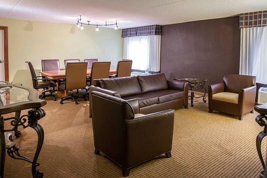 Clarion Hotel Conference Center North: Ky Suite Part 46