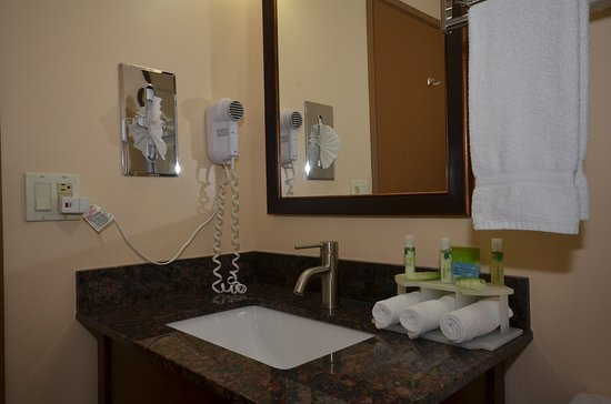 Holiday Inn Express: Guest Bathroom