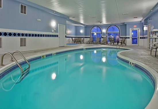 Holiday Inn Express Maryville: Swimming Pool