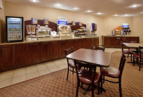 Holiday Inn Express Maryville: Breakfast Bar