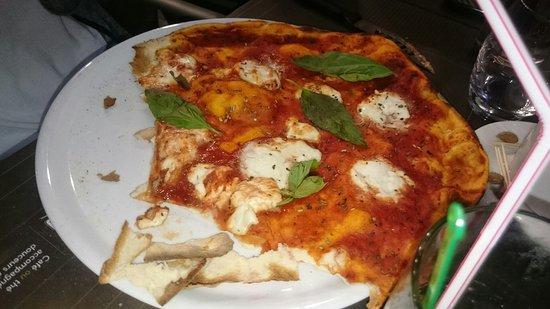 Vitrolles, Francia: Salade césar raviolis saumon,pizza,tiramisu..