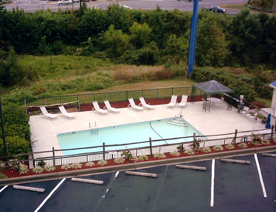 Holiday Inn Express Greensboro-Wendover: Relax in our sparkling outdoor pool.