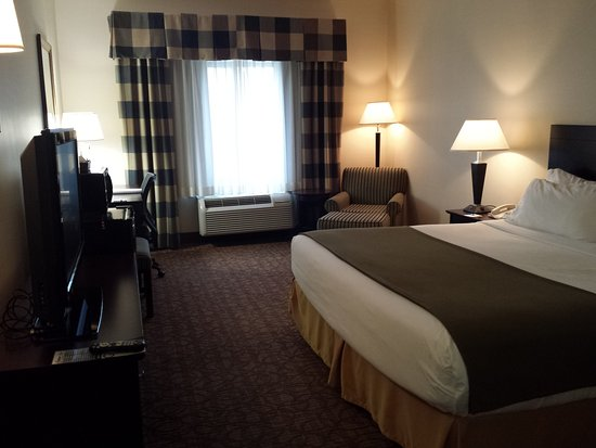 Concordia, KS: King Bed Guest Room