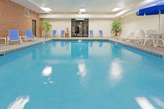 Kent, OH: Luxurious Indoor Heated Pool