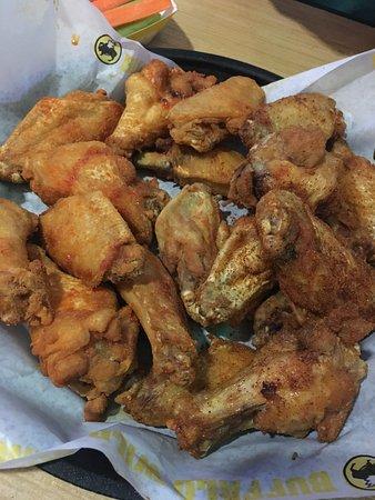 Chino Hills, CA: Best wings!!!