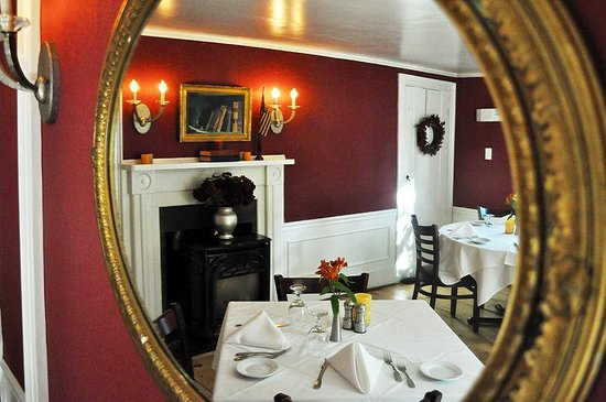 Yarmouth Port, MA: Red Room