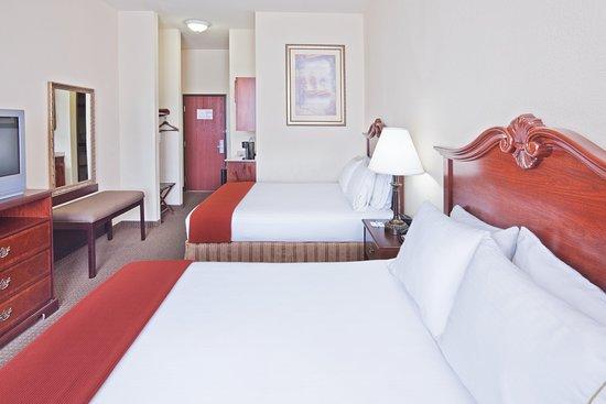 Woodward, OK: Queen Bed Guest Room