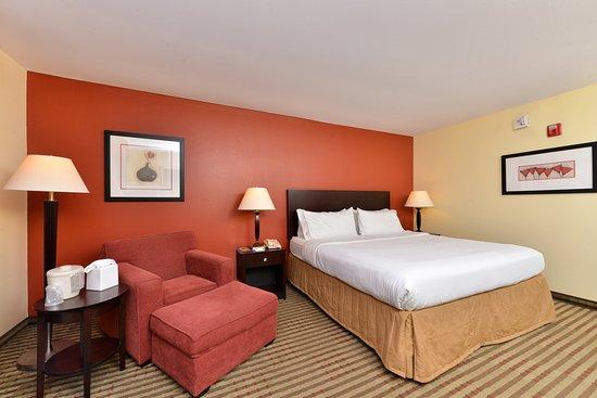 Dayton, TN: Guest Room