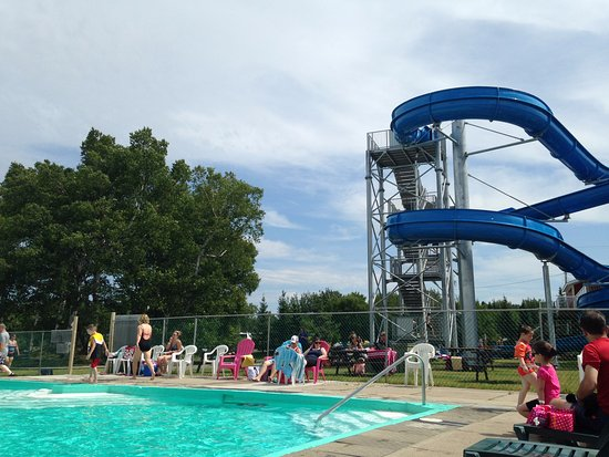 Glovertown, Canadá: Great water slide, wish there were more of them.