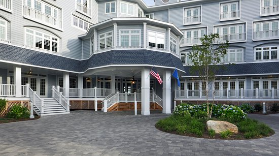 Madison Beach Hotel, Curio Collection by Hilton: Front Entrance