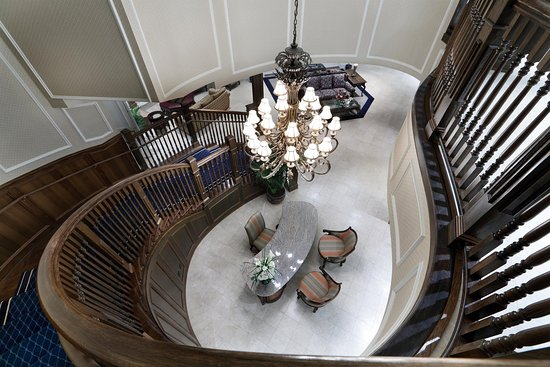 Madison Beach Hotel, Curio Collection by Hilton: Staircase