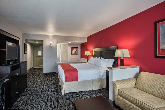 Fullerton, CA: Standard King Jacuzzi Suite