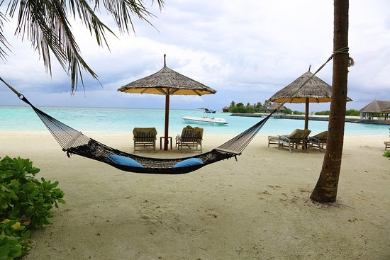 Four Seasons Resort Maldives at Kuda Huraa: View from edge of our patio to south beach