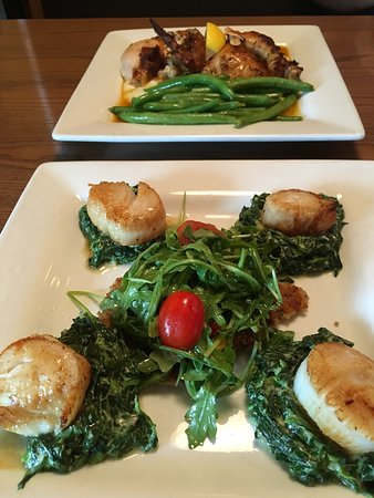 Leawood, KS: Scallops, creamed spinach, and outrageous triple chocolate cake!