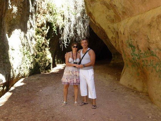 Es el lugar mas fresco de Aledo,da la sensacion de entrar en una nevera ,increïble el parare
