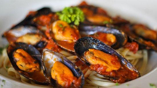 IL Giardino Pizzeria & Restaurant: Mussels over Linhuini