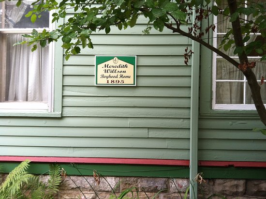 Mason City, IA: Plaque on the outside of the home