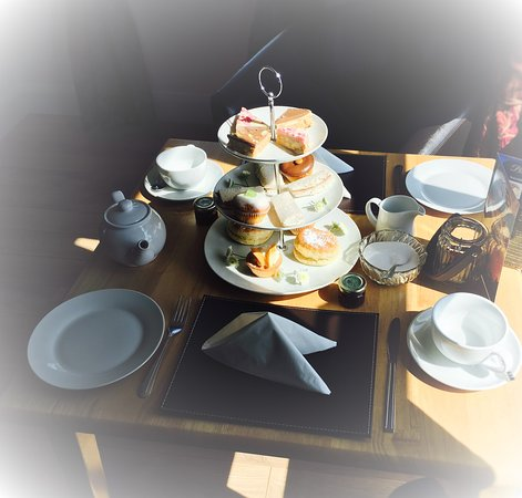 Kilkeel, UK: afternoon tea at riverway