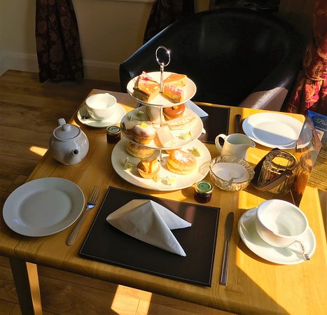 Kilkeel, UK: riverway high tea