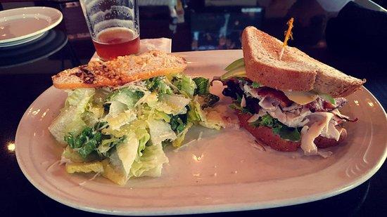 Eldridge Hotel: Jayhawker's food was delicious!!!!!