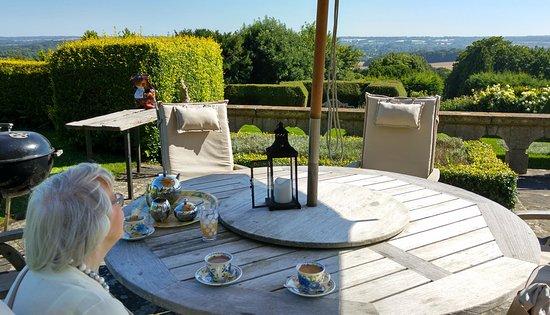 Thurnham, UK: Enjoying the view awaiting cream tea