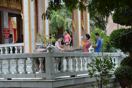 Chalong, Tailandia: Gläubige ...