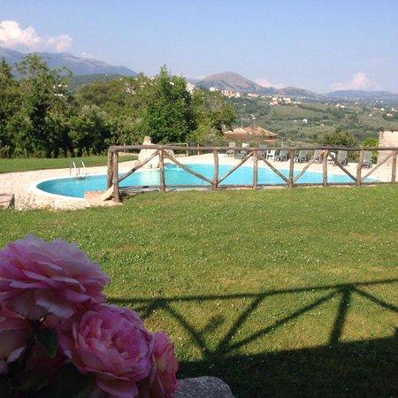 Contursi Terme, Italia: piscina e prato