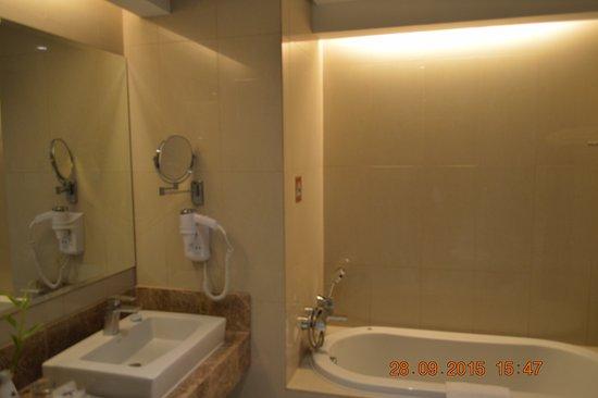 Acacia Hotel Manila Photo