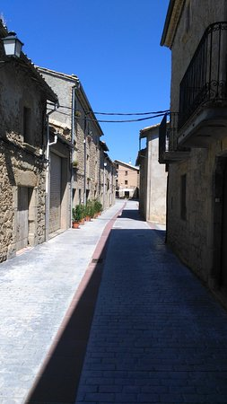 Santa Eulalia de Puigoriol, إسبانيا: Calle mayor Santa Eulàlia de Puigoriol