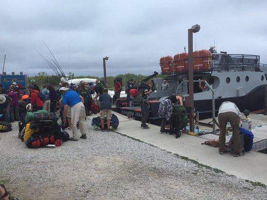 Leland, Мичиган: Unloading line.