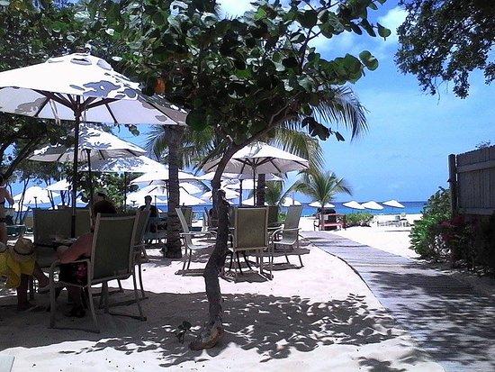 West End Village, Anguila: The entrance to paradise.
