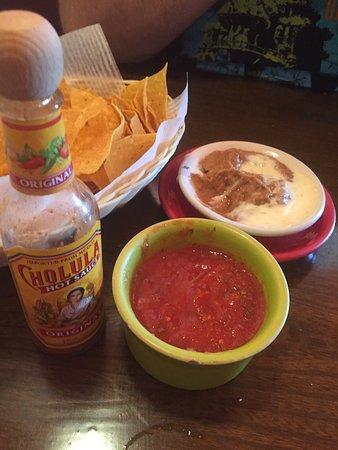 West Seneca, estado de Nueva York: Chips, Salsa & Beans!  Enchiladas Supremas Lunch Pollo Mexicano