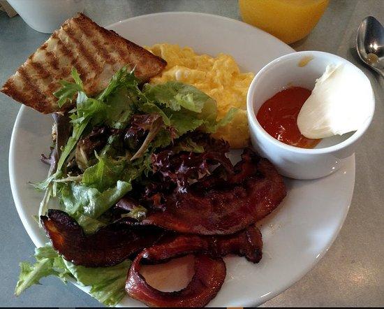 Hanover, NH: organic scrambled eggs and amazing bacon